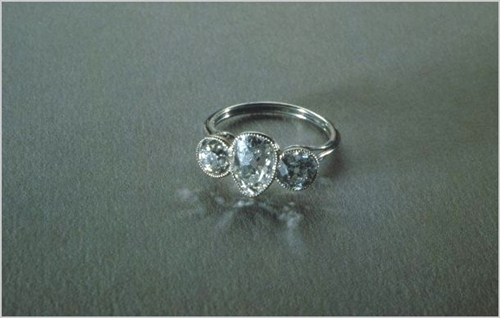 pierścinek z brylantem